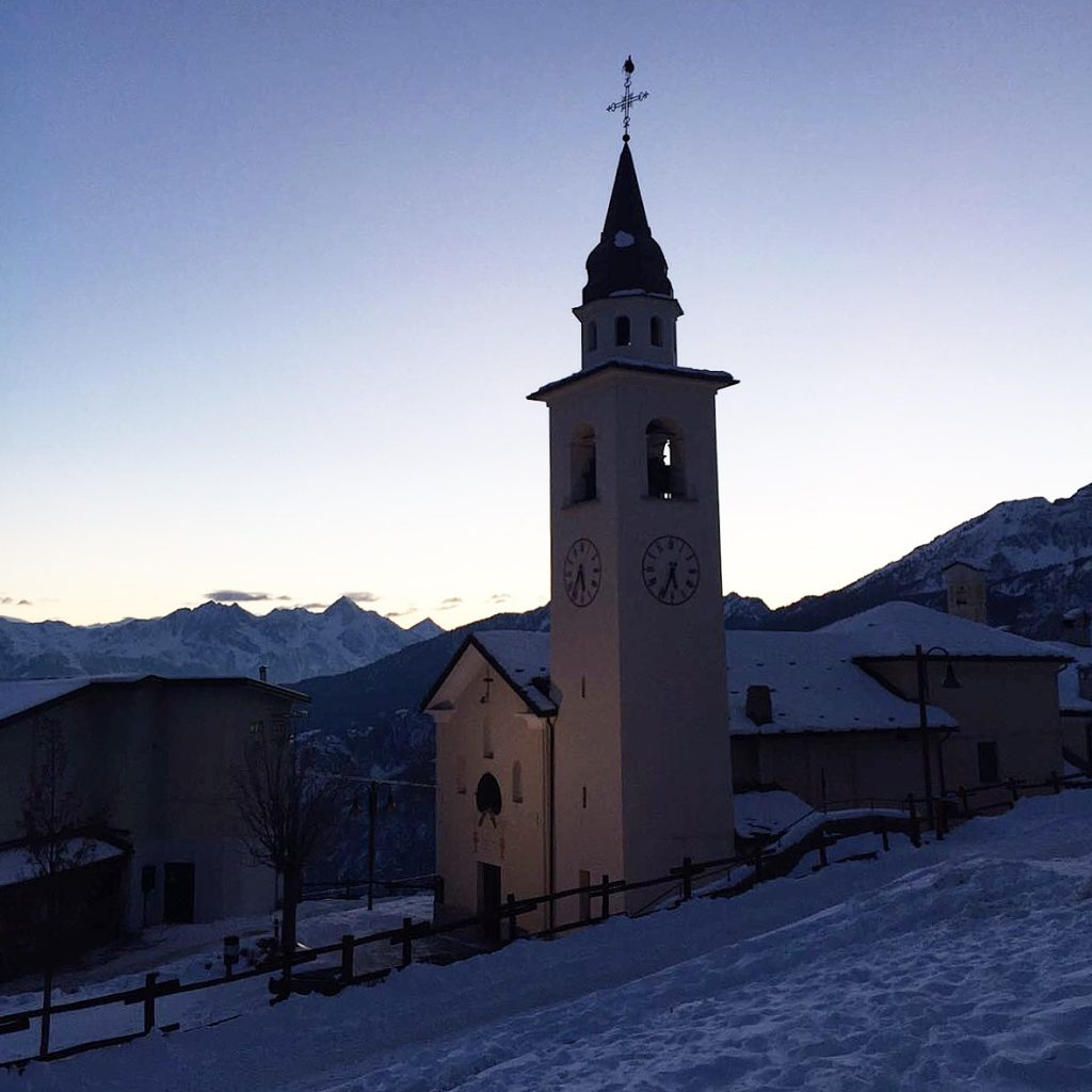 la chiesa del weekend in montagna a chamois