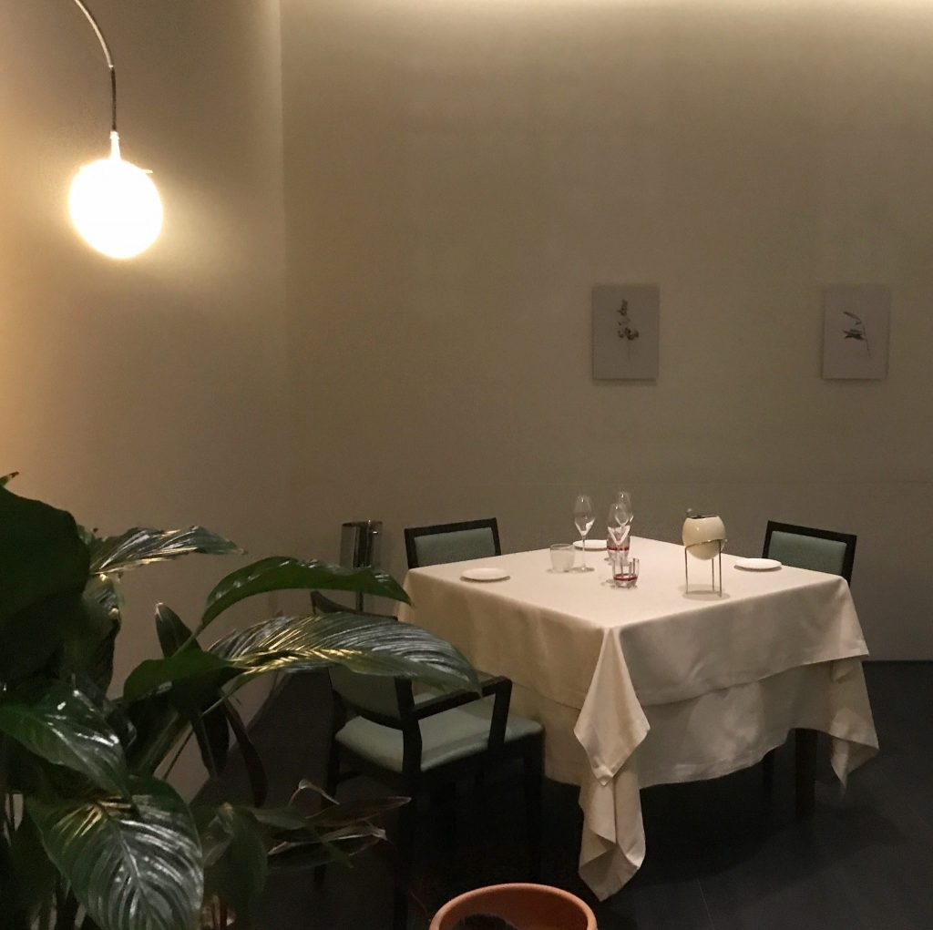 tavolo a cena al ristorante daniel milano