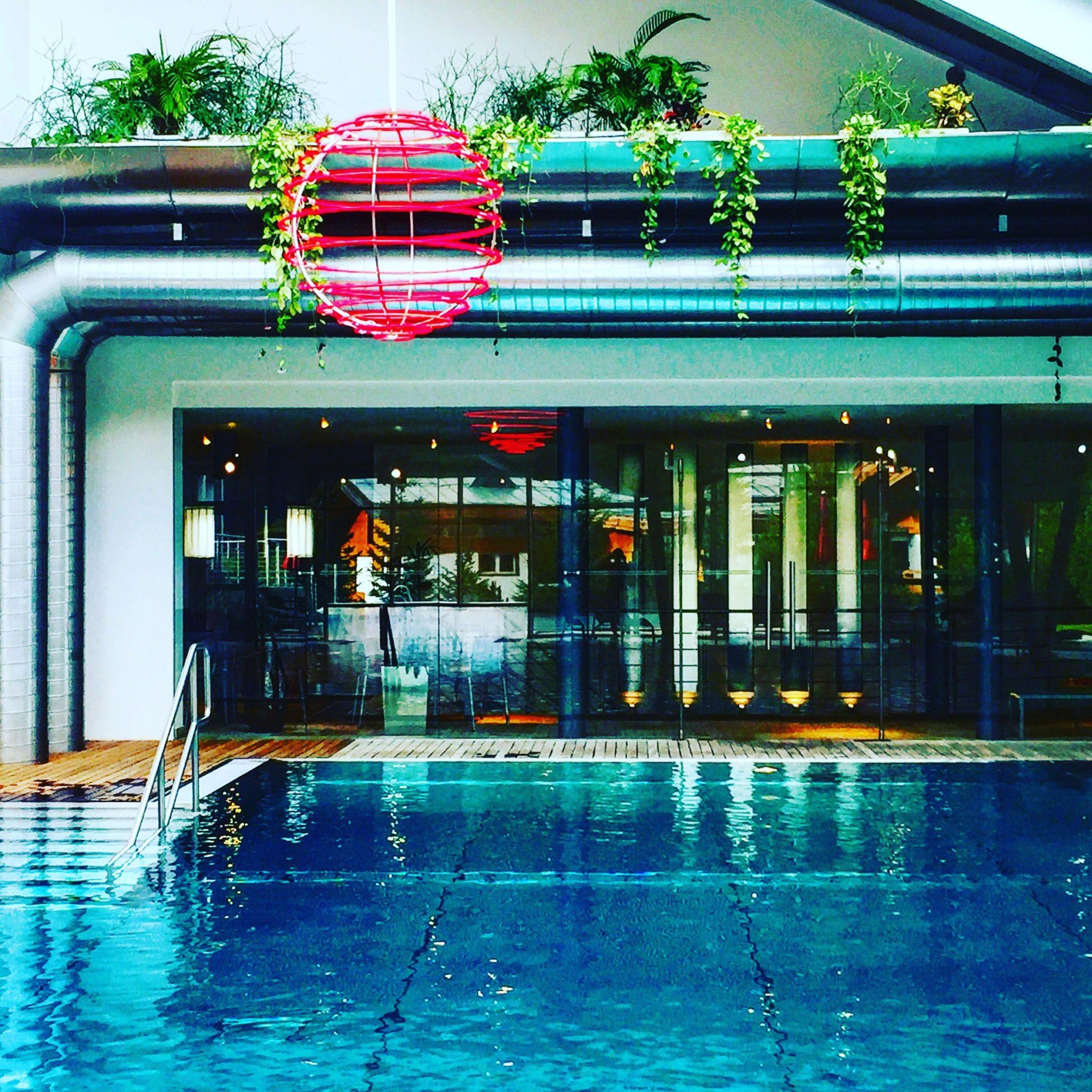 la piscina dell'albergo all'alpe di siusi