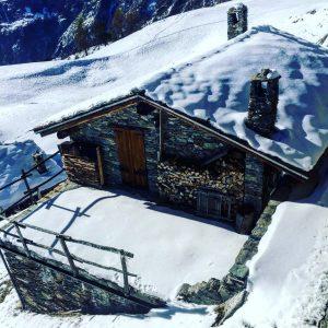 baita nel weekend montagna chamois