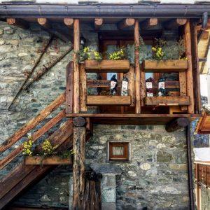 casa con fiori nel weekend montagna chamois