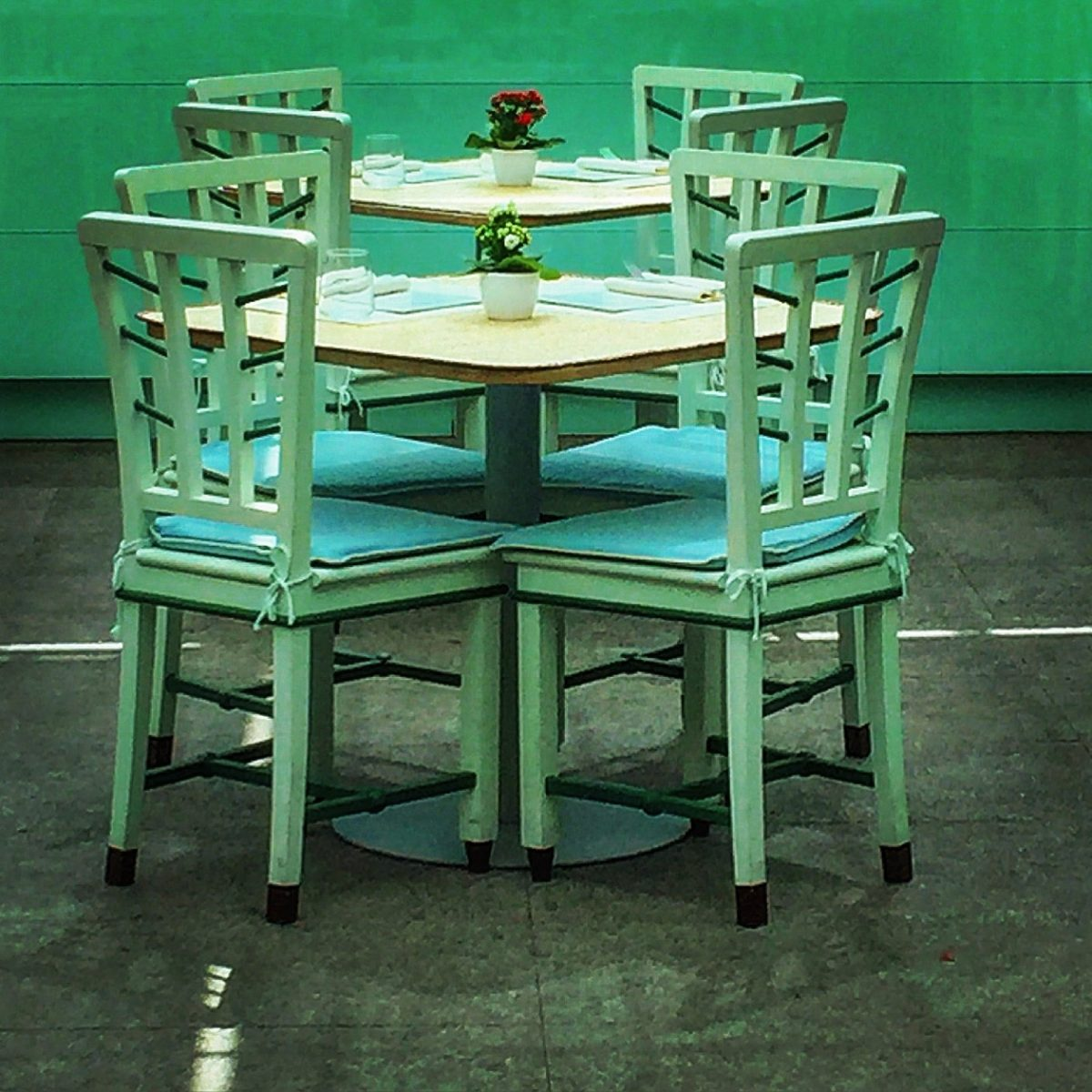 tavolino alla caffetteria villa necchi