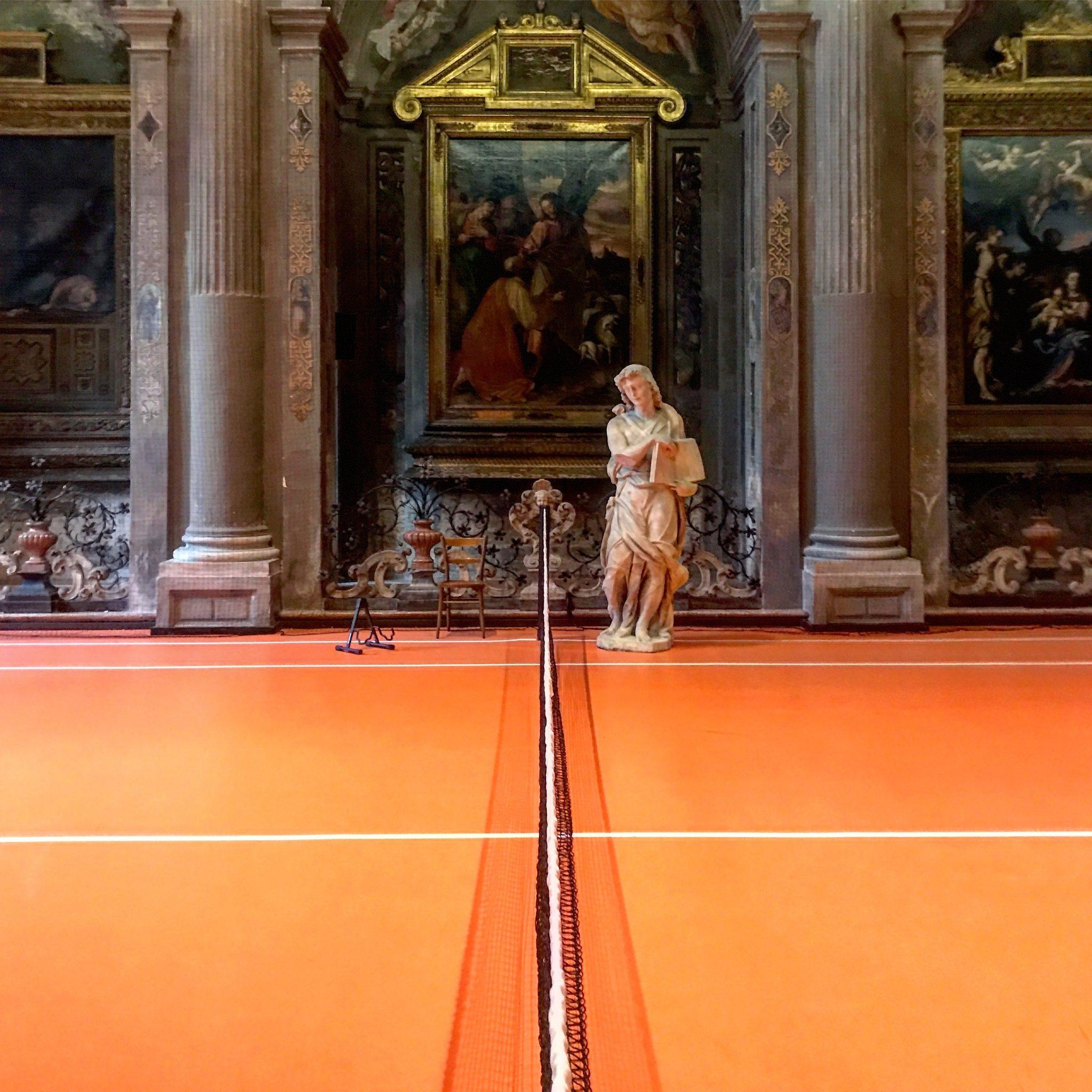 installazione tennis tra le mostre gratis