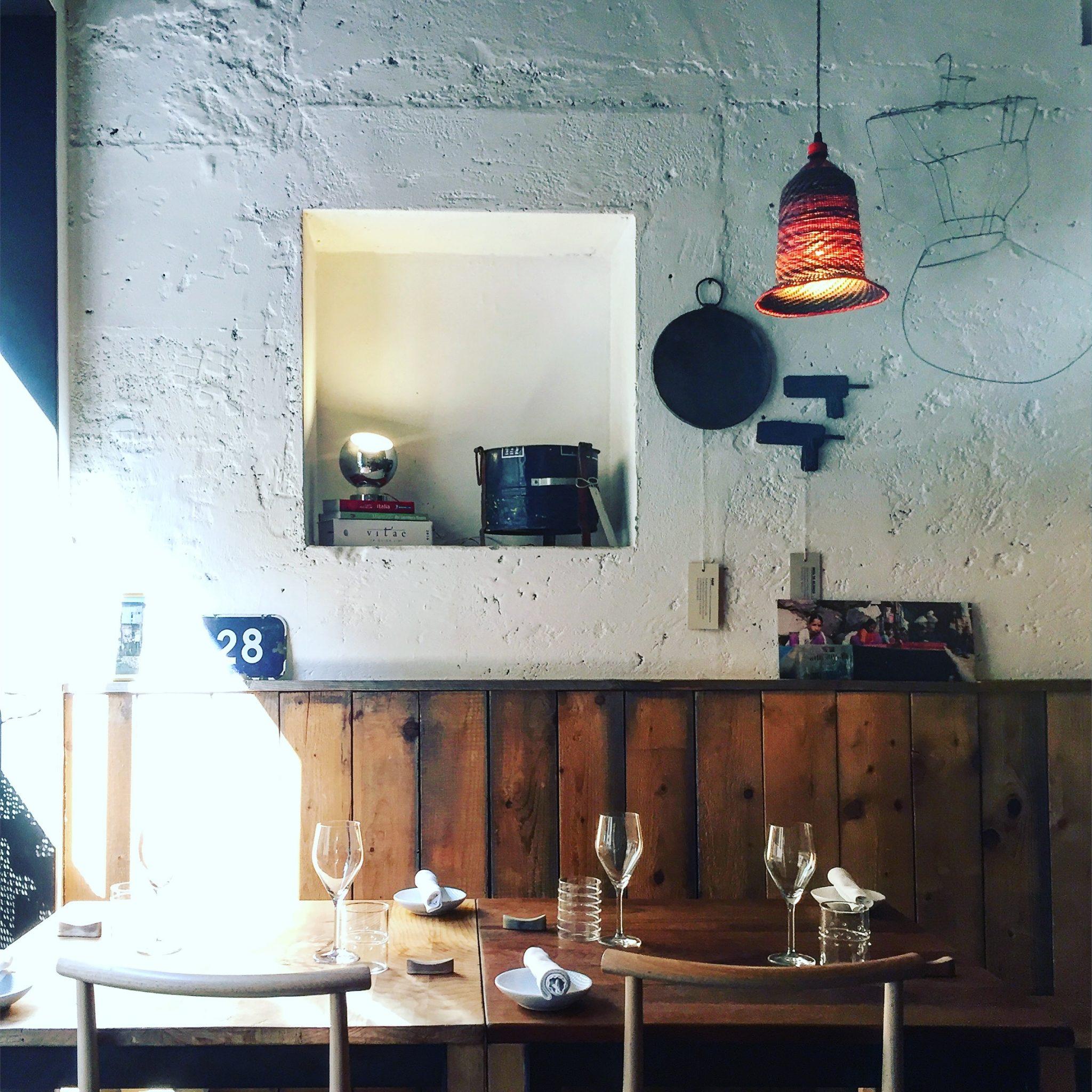 tavoli nel ristorante di milano 28 posti