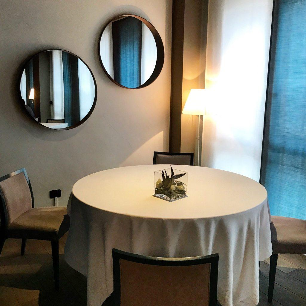 un angolo del ristorante tre cristi a milano