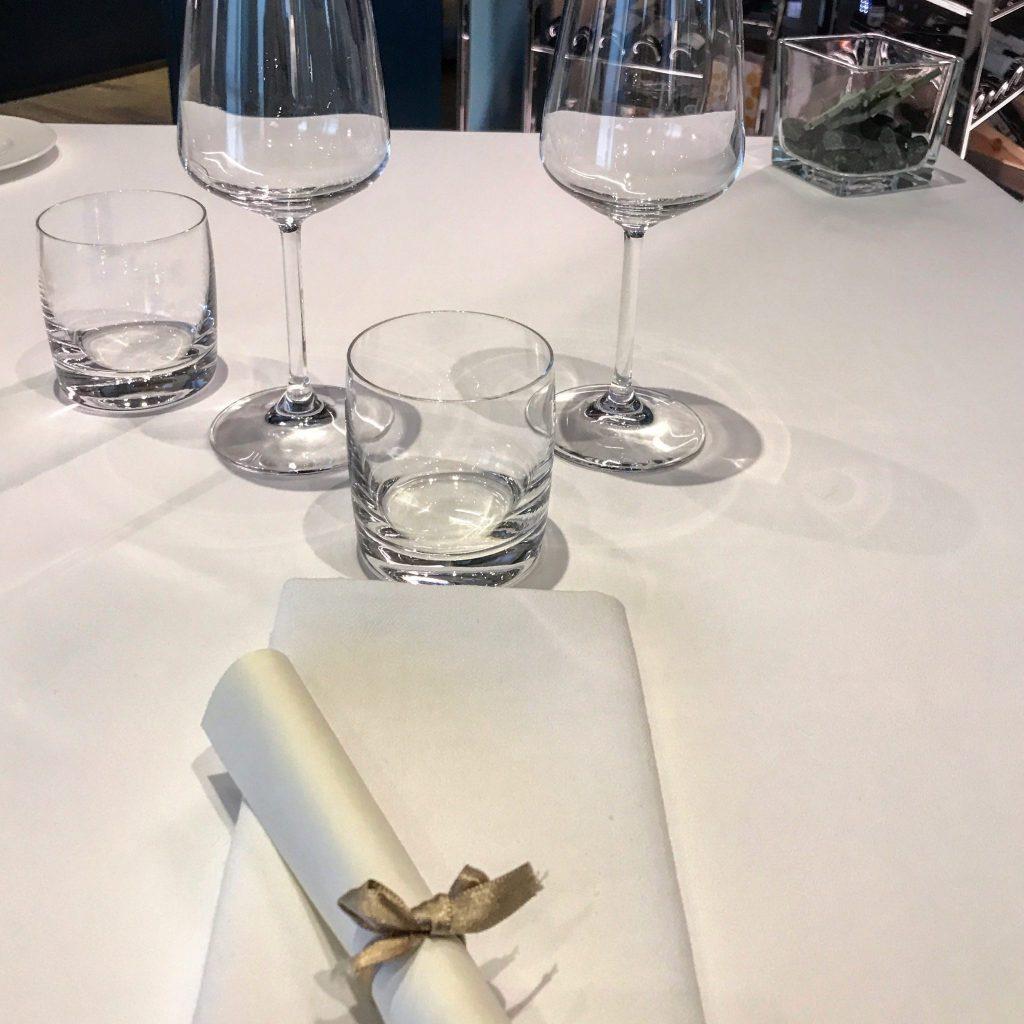 un tavolo apparecchiato del ristorante tre cristi di milano