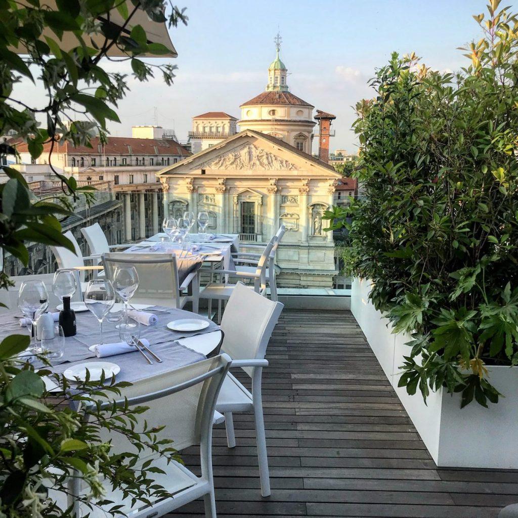 tavoli alla terrazza a milano tasteontop
